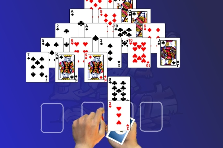 Pyramid Solitaire Deluxe Game