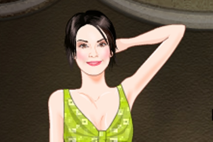 Alana de la Garza Dress Up Game